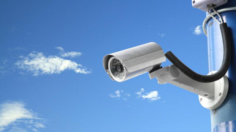 Видеокамеры на городских площадках с контейнерами фиксируют первые  нарушения   Висагинское самоуправление